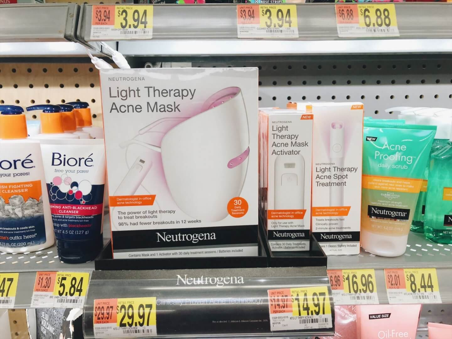 Combating-acne-with-Neutrogena-Light-Therapy-Acne-Mask