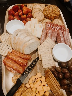 hello-brittnee-charcuterie-board-cheese-platter-budget